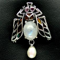 Брошь. Натуральный лунный камень, жемчуг, изумруд и рубин. Серебро 925. П6846